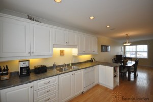 Bright, open kitchen & dining area, showing off its best!